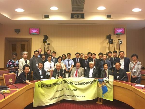 한국기독교교회협의회(총무 김영주 목사, NCCK) 화해·통일위원회(위원장 나핵집 목사)를 중심으로 한 23명의 대표단이 '한반도 평화조약' 체결을 위한 유럽캠페인(본부장 전용호 목사)의 대장정을 지난 26일 시작했다