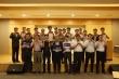 장기기증 서약카드를 들고있는 에스원 생명FM그룹 직원들