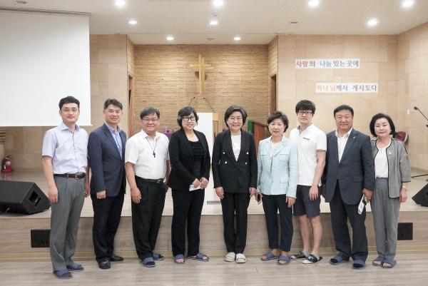 바른정당 당대표 이혜훈 의원이 밀알두레학교 관계자들과 함께 했다.
