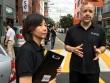 한국 순교자의 소리 공동대표 에릭 폴리 목사(오른쪽)와 폴리 현숙 목사가 스리랑카 대사관을 방문한 후 기자들과 만나 대화하고 있다.