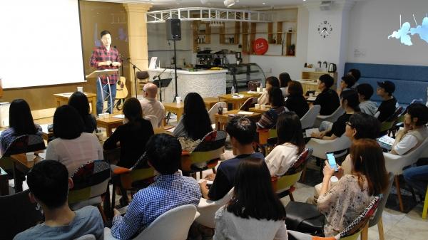 """5일 저녁 """"세계관을 분별하라""""는 주제로 '윌버포스 세계관 아카데미'가 유나이티드 아트리움에서 시작됐다."""
