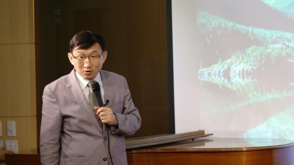 윌버포스 세계관 아카데미 두 번째 시간, 창조와 진화를 주제로 강연한 김명현 교수(역사과학교육원 대표, KAIST Ph.D).
