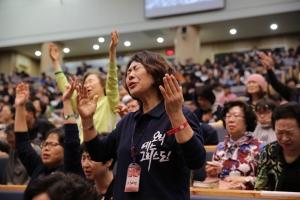 2011년 이후 2년마다 열린 '다시복음앞에' 올해 집회는 종교개혁의 5대 강령 중 '오직 믿음'을 주제로 다양한 믿음의 증인들이 강의와 간증을 통해 이 위기의 상황 앞에서 주님께로 돌아갈 것을 결단할 계획이다. 대회 일정은 10월 31일부터 11월 3일까지 3박 4일간이며, 장소는 선한목자교회(담임 유기성 목사)에서 진행된다.