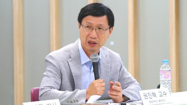 영남대 물리학과 권진혁 교수.