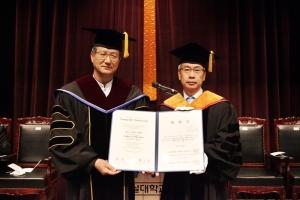 왼쪽이 영락교회 이철신 목사, 오른쪽은 숭실대 황준성 총장.