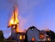 공격받아 불타고 있는 탄자니아의 한 교회