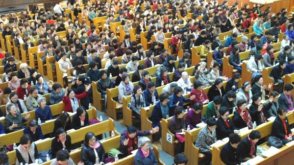 한국장로교총연합회가 9일 영락교회에서 '제1회 한국장로교여성대회'를 열었다. 본당을 가득 채운 교회 여성들은 나라와 민족, 한국교회를 위해 뜨겁게 기도했다.