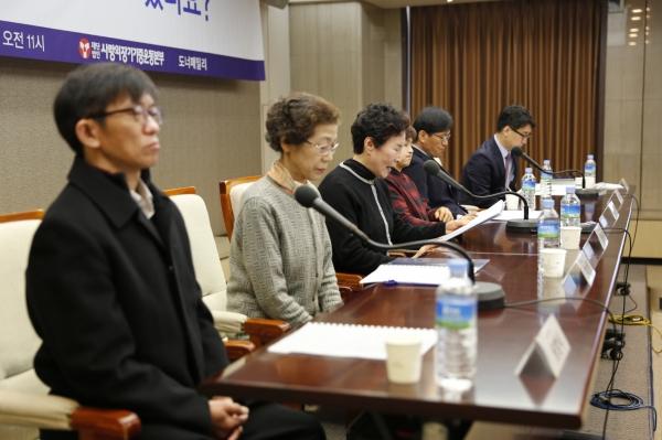 뇌사 장기기증인 유가족과 이식인들이 서로간의 서신왕래를 촉구하는 기자회견을 하는 모습 02