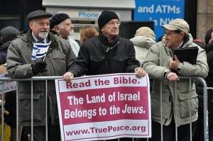 미국 복음주의자(Evangelical)들에게 미국이 예루살렘을 이스라엘 수도로 공식 선언하는 것은 오랜 숙원이었다. 트럼프