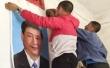 중국 동남부 지역인 장시성에서 시진핑 주석의 사진을 걸고 있는 중국인들
