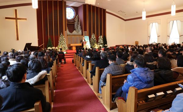 양춘길 목사를 비롯한 전 필그림교회 성도들이 12월31일 첫 예배를 드리고 필그림선교교회로의 새출발을 알렸다.
