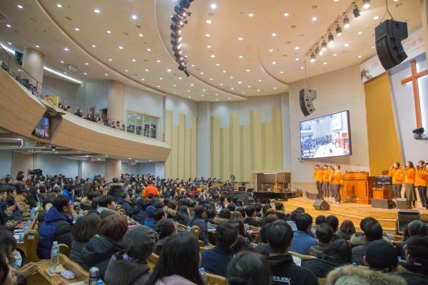 춘천한마음교회 전국 초교파 겨울수련회가 열리고 있는 본당 모습.