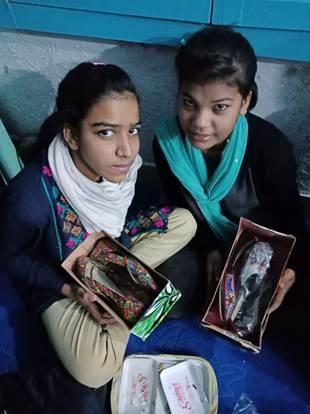 중국인 순교자들을 추모하는 성탄 선물을 받은 파키스탄 어린이들