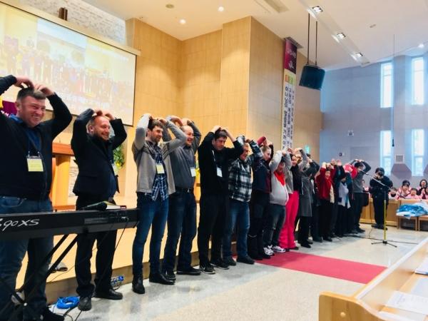 평창 동계올림픽에 한국교회봉사단을 파송하고 있는 한국교회총연합(한교총)은 지난 2월 10일 10시 평창감리교회당에서 단기선교사 파송식을 가졌다.