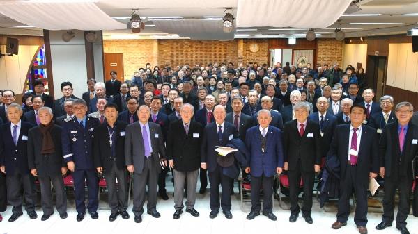 군선교연합회 제47차 정기총회가 열린 가운데, 행사를 마치고 참석자들 모두 기념촬영에 임하고 있다.
