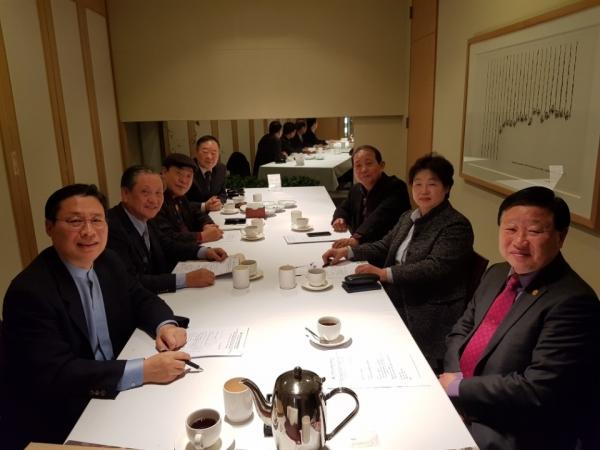 한반도녹색평화운동협의회(대표회장 전용재 감독, KGPM)가 지난 3월 2일 오전 7시 30분 중구 정동 컨퍼런스달개비에서 평창올림픽 후 남북한 산림교류의 중요성에 대한 회의주제로 2차 이사회를 가졌다.