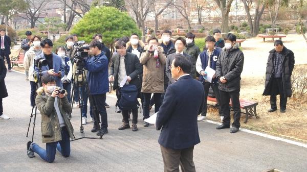 박노섭 목사는 학생들의 방해로 다른 곳으로 이동, 총신사태에 대한 기자간담회 및 공청회를 진행하고자 했지만 학생들이 따라와 구호를 외치고 질문을 던졌고, 결국 뜻한 행사는 이루지 못했다.
