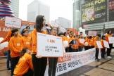 15일 서울 청계광장에서 월드비전이 시리아 내전 발생 7주년을 맞아 진행한 분쟁피해지역 아동보호 캠페인 '아이엠(I AM)' 런칭 행사에 참여한 대학생이 난민 아동을 지지하는 선언을 발표하고 있다.