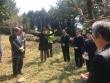 무장대 무덤에서 식수식을 마치며 인금란 교회협 여성위원회 위원장이 축도를 하고 있다.