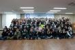 (사진1)여호수아 장학금을 받은 학생들과 장순흥 총장이 다 함께 기념사진을 찍고 있다