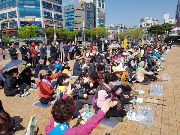 기자회견에 앞서 포항시청 앞 광장에서 인권위 규탄과 한동대 지지, 동성애·동성혼 반대 집회를 개최한 모습.