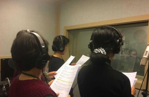 성경을 녹음하는 탈북민들