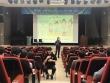 나사렛대 교직원들이 강의를 경청하고 있으며  청각장애교직원에게 수화로 교육내용을 전달하고 있다.