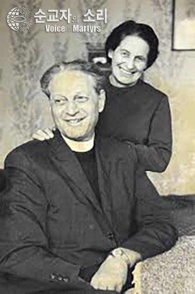 '순교자의 소리'를 설립한 웜브란트 목사와 아내 사비나.