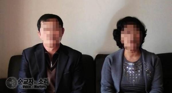 북한에서 기독교인으로 살았던 경험을 이야기하는 배 씨와 배 씨 부인