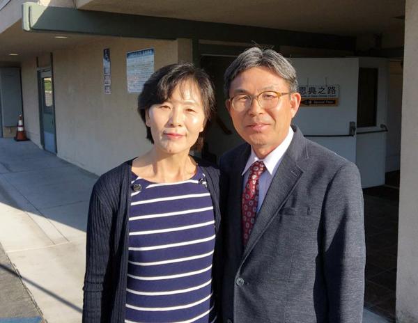 김필현 안수집사(오른쪽)와 아내 김연신 집사(왼쪽)