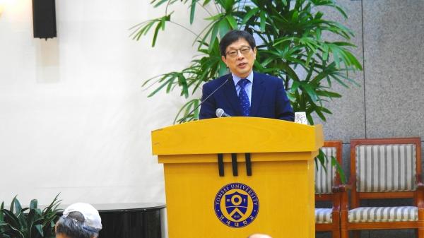 임성빈 총장이 강연하고 있다.