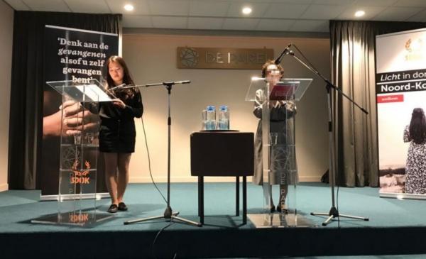 네덜란드의 교회에서 북한 지하교회에 관해 나누는 구 자매