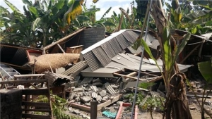 인도네시아 강진으로 무너져 내린 가옥들.