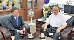 민갑룡 신임 경찰청장(왼쪽)과 한기연 이동석 대표회장.