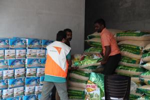 [사진제공=월드비전] 인도월드비전이 케랄라 주 말라퓨람 구역에서 실시한 1차 긴급구호물자 보급1
