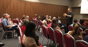 터키에서 중동 기독교인들을 훈련시키는 에릭 폴리 목사