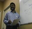 VOM 의 동역자 수드하카르 몬디쏘카 목사가 인도 기독교인들에게 박해에 관하여 가르치는 모습. 지난 2009년 사진.