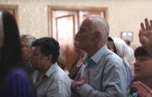 중앙아시아 기독교인들이 예배드리는 모습