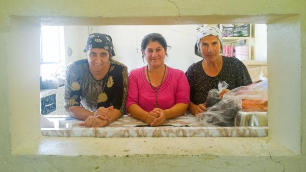 나흘라 계곡의 이라크 기독교인 여성도들