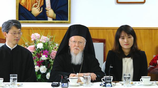 사진 가운데가 세계정교회 바르톨로메오스 세계 총대주교.