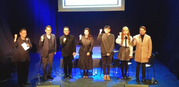 12시간 기도연합운동모임인 Pray for Korea 'One Cry'가 올해도 열린 예정인 가운데, 이를 위한 기자간담회가 10일 오전 홍대 스테이라운지에서 있었다. 행사 관계자들이 성공적인 기도회를 위해 화이팅을 외치고 있는 모습.