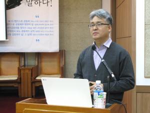 메노나이트 선교사 김복기 목사가 아나뱁티스트 공동체를 소개하고 있다.