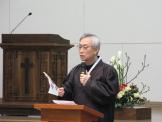 강남제일교회 문성모 목사가 설교하고 있다.