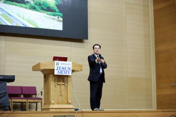 김재동 목사가 강의하고 있다. ⓒ에스더기도운동 제공