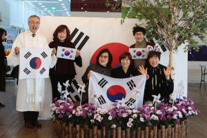 인천 효성중앙교회(담임 정연수 목사)는 3월 3일 주일을 삼일운동100주년 기념주일이면서 나라사랑의 날로 지켰다