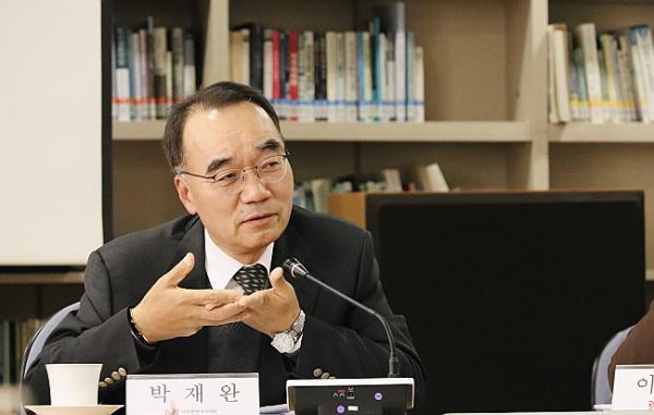 한반도선진화재단 이사장이자 성균관대 교수인 박재완 교수