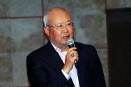 세미나를 인도하는 김경일 교수