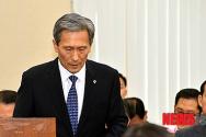 사과하는 김관진 장관