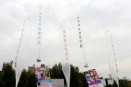 대북전단지 날리는 보수단체 회원들