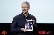새 아이패드 에어2 공개하는 팀 쿡 애플 CEO